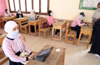 1805 طلاب يؤدون الامتحانات التجريبية للثانوية في مدارس الوادي الجديد| صور