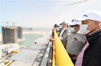وزير الإسكان يتفقد أعمال التشطيبات بـ15 برجًا بالمنطقة الشاطئية بالعلمين الجديدة | صور