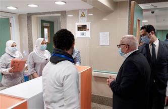 محافظ بورسعيد يتابع سير العمل بمستشفى السلام ويشيد بجهود أبطال الجيش الأبيض   صور