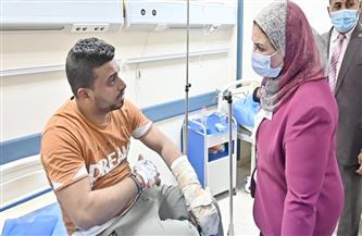 «القباج» تتفقد مصابي حادث قطار طوخ في مستشفى بنها العام  صور