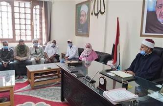 رئيس منطقة البحر الأحمر الأزهرية يبحث مطالب عمال الخدمات المعاونة | صور