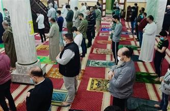 لليوم الثامن على التوالي.. المساجد تستقبل ضيوف الرحمن لصلاة التراويح |صور