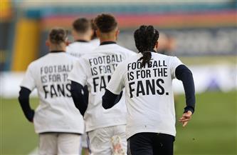 لاعبو ليدز يرتدون قمصانًا عليها شعارات مناهضة لدوري السوبر الأوروبي