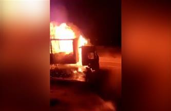 اشتعال النيران في سيارة نقل بطريق «رأس شقير – الغردقة»  فيديو