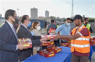 محافظ الإسكندرية يوزع وجبات الإفطار على العاملين بمشروع تطوير ميدان محطة مصر   صور