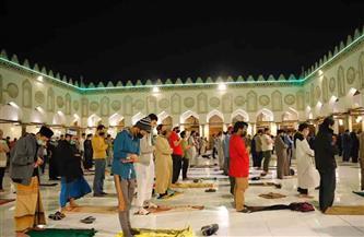 لقطات من صلاتي العشاء والتراويح من الجامع الأزهر.. ليلة 10 رمضان