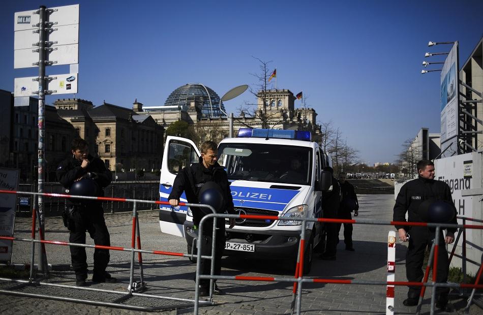 الشرطة الألمانية اعتقال مسلح احتجز ركاب حافلة كرهائن