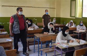 بدء توافد طلاب الثانوية العامة على المدارس الحكومية لأداء الامتحان التجريبي الثالث