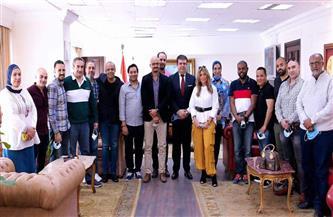 حسين زين يلتقي فريق عمل برنامج «بيت للكل» ويوجه الشكر لهم