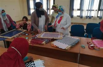 «القومي للمرأة بالمنيا» يُدرب عددًا من الفتيات والسيدات على المهن والحرف