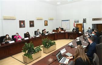 وزير السياحة والآثار يتابع مع شركة دولية متخصصة إستراتيجية الوصول لشرائح متعددة من السائحين