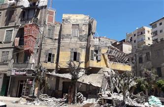 إزالة الخطورة الداهمة عن عقار آيل للسقوط غرب الإسكندرية |صور