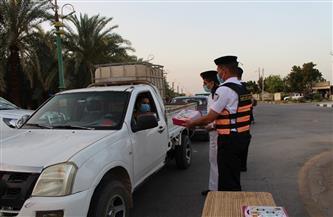 مديرية أمن الوادي الجديد توزع وجبات لإفطار الصائمين على الطرق