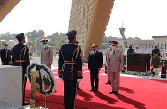 الرئيس السيسى يضع إكليل الزهور على قبر الجندى المجهول بمناسبة عيد تحرير سيناء   فيديو