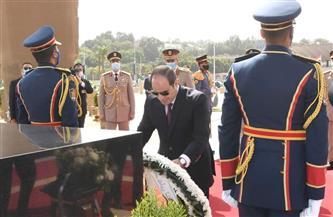 المتحدث الرئاسي ينشر صورًا للرئيس السيسي خلال وضع إكليل الزهور على قبر الجندى المجهول