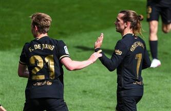 ثنائية «جريزمان» تقود برشلونة لفوز مهم على فياريال