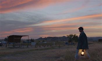 """فوز """"كيلو تشاو"""" بأوسكار أفضل مخرج عن فيلم """"أرض الرحل"""""""