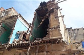 إزالة عقارين قديمين غربي الإسكندرية لخطورتهما الداهمة | صور