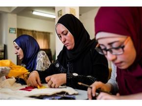كيف تحولت سيدة من هواية المشغولات اليدوية إلى صاحبة مشروع؟