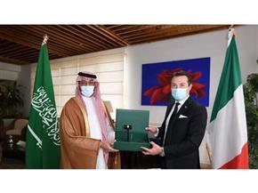 """السعودية تسلم إيطاليا """"مطرقة العشرين"""" بمراسم رسمية"""