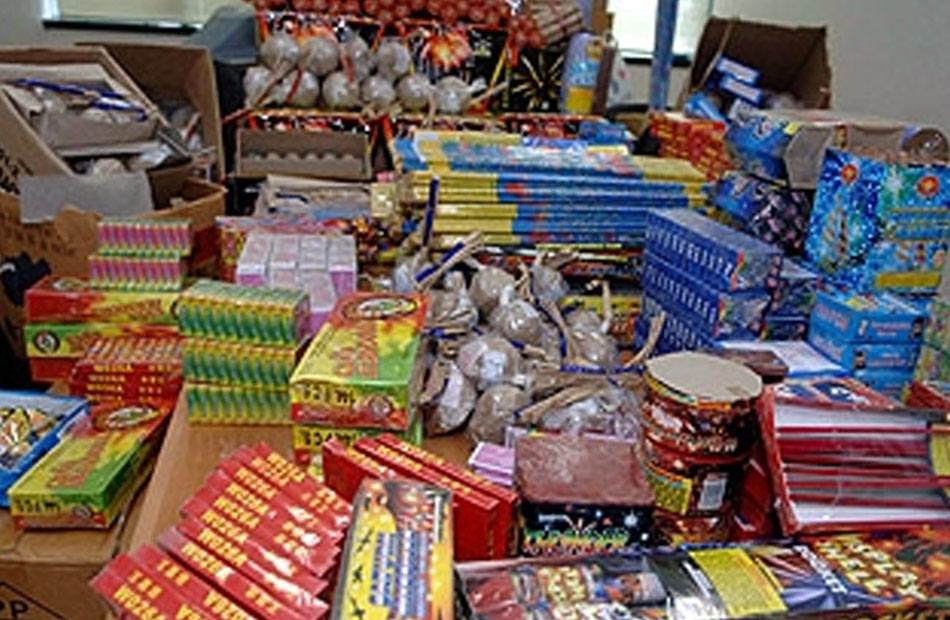 التحفظ على  ألف صاروخ ألعاب نارية داخل مخزن بالقاهرة