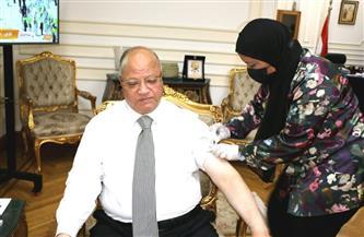محافظ القاهرة يتلقى اللقاح المضاد لفيروس كورونا
