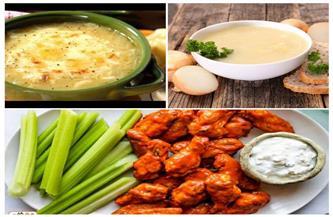اتفضلوا عندنا.. أجنحة الدجاج بالفلفل الألوان.. وشوربة البصل الأخضر | صور وفيديو