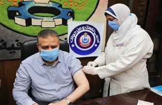 محافظ المنوفية يتلقى لقاح كورونا ويناشد المواطنين بسرعة التسجيل لتلقي اللقاح | صور