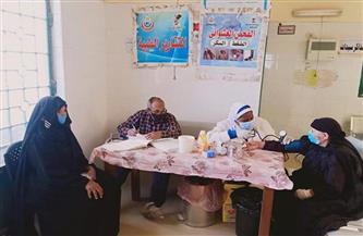 تقديم الخدمات الطبية لـ 1310 حالات خلال القافلة الطبية بقرية المطاهرة الشرقية بالمنيا
