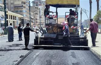 بدء أعمال الرصف بالإسفلت للمرحلة الأولى من طريق كورنيش النيل بدمياط | صور
