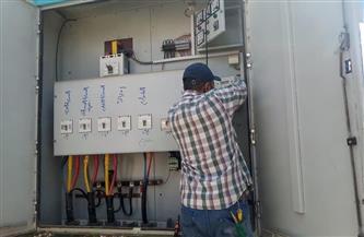 تغيير 60 كشافًا خلال حملة لصيانة الكهرباء فى كوم حمادة بالبحيرة
