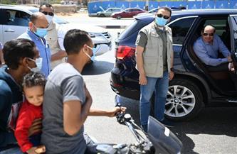 «حرام عليك كدا خطر عليه».. الرئيس السيسي يلوم رب أسرة يستقل دراجة بخارية بصحبة طفله وزوجته| فيديو