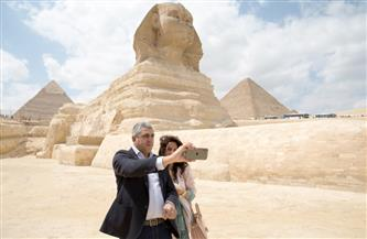 العناني يلتقي بالأمين العام لمنظمة السياحة العالمية بعد انتهاء زيارته لمنطقة أهرامات الجيزة| صور