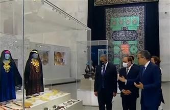 وزير السياحة يهدي الرئيس السيسي التذكرة رقم واحد لمتحف الحضارة ونموذج مستنسخ لتوت عنخ آمون| فيديو