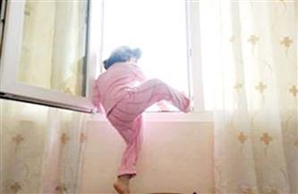مصرع طفل سقط من الطابق الثالث بمنزله فى سوهاج