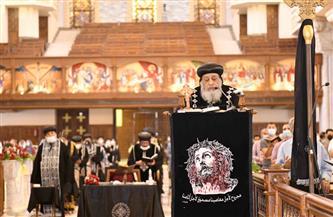 البابا تواضروس يترأس صلوات الجمعة العظيمة بالكاتدرائية المرقسية وسط إجراءات احترازية مشددة|صور