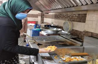 إعدام مواد غذائية في حملة تفتيشية على المحال التجارية بشارع الجلاء البحري في شبين الكوم| صور