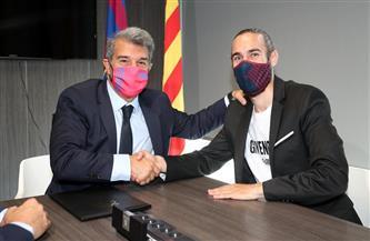 برشلونة يعلن تمديد عقد مدافعه الشاب