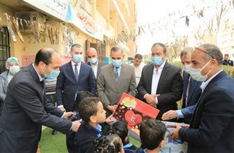 محافظ كفر الشيخ يقدم هدايا للأطفال الأيتام والرضع في داري الأمل   صور