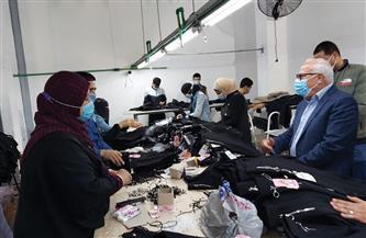 محافظ بورسعيد يشيد بمستوى الإنتاج داخل أحد مصانع الملابس الجاهزة والإجراءات الاحترازية |صور