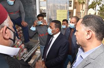 محافظ مطروح يتفقد قوافل سيارات سلع رمضان | صور