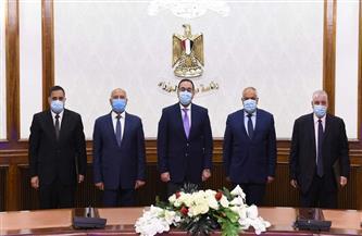 """رئيس الوزراء يشهد توقيع اتفاقية عقد تصنيع وتوريد 1000 عربة سكة حديد بضائع بين """"النقل"""" و""""العربية للتصنيع"""""""