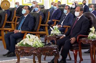 """الرئيس السيسي يشاهد فيلما تسجيليا بعنوان """"أفق جديدة"""" حول المجمع المتكامل لإصدار الوثائق المؤمنة"""