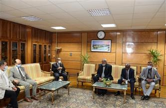 رئيس جامعة أسيوط يستقبل وفد عمداء كليات الألسن| صور