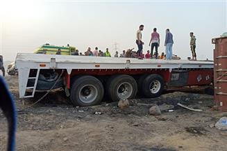 إصابة 22 عاملًا سقطت عليهم حاوية بطريق السويس - العين السخنة