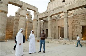 سفير الإمارات لدى مصر يزور معبد الأقصر ويصلي المغرب بمسجد أبي الحجاج الأقصري| صور