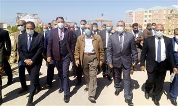 وزير الكهرباء يتفقد مدرسة الضبعة النووية بمطروح | صور