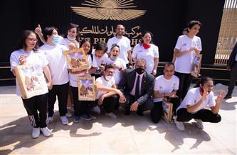 متحف الحضارة المصرية يستقبل عددًا من الأطفال ذوي الاحتياجات الخاصة.. ووزير الآثار يلتقط صورًا معهم| صور