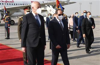 المتحدث الرئاسي ينشر صور استقبال الرئيس السيسي نظيره التونسي بمطار القاهرة |صور
