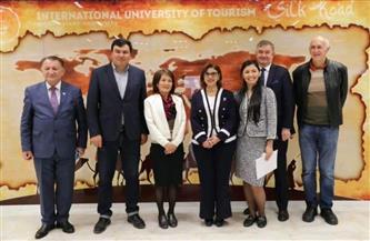 نائب رئيس وزراء أوزبكستان يستقبل سفيرة مصر في طشقند بمدينة سمرقند | صور